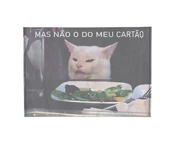 dobra porta cartao meme gato na mesa