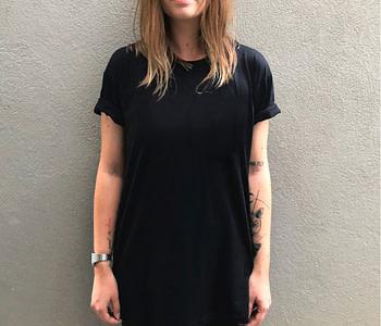 camiseta basica lisa - preta